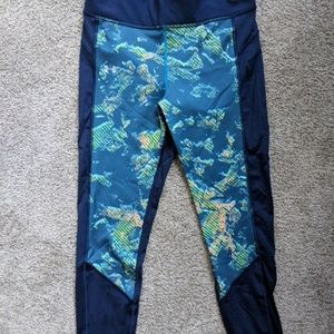 Under Armour workout ankle crop pants (Size M)